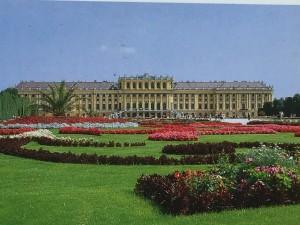 歐洲貴族宮苑的幾何式庭園(維也納「麗泉宮」)